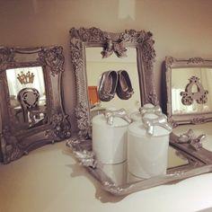 Encomenda especial! Prata antigo 💎💎💎 lindo , com coroa em strass, cadeira de princesa, sapatinhos ,carruagem e como sempre laços muitos laços !!!! #princesa #menina #girl #laços #prata #prateado #prataantigo #bandeja #potes #porcelana #decoração #baby #bebe #babyshower #espelho #brilho