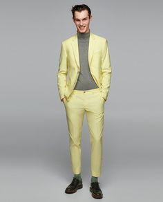 Feelin this Gq Mens Style, Mens Style Guide, Formal Tops, Men Formal, Stylish Men, Men Casual, Checkered Trousers, Blazer Outfits Casual, Yellow Suit