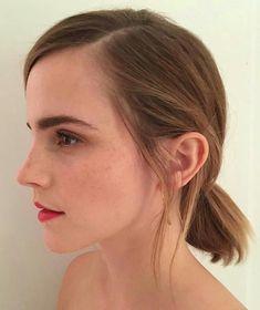 "A selfie of Emma Watson took before the premier of the movie "" City of Joy"". Hermione Granger, Emma Watson Makeup, Emma Watson Hair, Emma Watson Style, Emme Watson, What Is A Feminist, Emma Watson Sexiest, Queen, Grunge Hair"