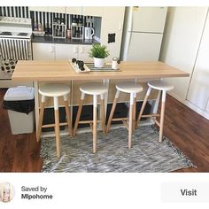 hacks a kitchen island from the KALLAX . - chops a kitchen island from the KALLAX # - Ikea Hack Kitchen, Kitchen Island Bench, Kitchen Island Table, Kitchen Decor, Kitchen Table Settings, Diy Kitchen, Ikea Kitchen Island, Kitchen Design, Ikea Kitchen