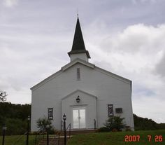 Stand-alone building in Fort Wolters area on the east side of Mineral Wells. Used to be a military chapel.