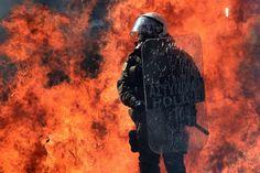Atene brucia dopo l'annuncio del nuovo piano di austerity