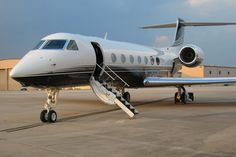 """Chapter 1: """"Chrissy, we can take the jet, right?"""" Christian Grey's Gulfstream 550"""
