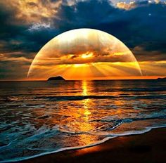Demi-sphère de lumière sur la mer ... Impressionnant !!!