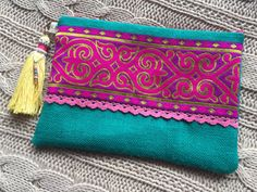 Handbag clutch boho clutch ethnic hippy chic by PriskaTienda Handmade Handbags, Handmade Bags, My Bags, Purses And Bags, Ethnic Bag, Vintage Clutch, Boho Bags, Fabric Bags, Kids Bags