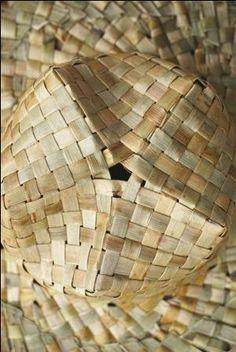 Flax Weaving - Potae - Hat, by AllFlax Flax Weaving, Weaving Art, Weaving Patterns, Loom Weaving, Basket Weaving, Hand Weaving, Birch Bark Baskets, Birch Bark Crafts, Maori Patterns