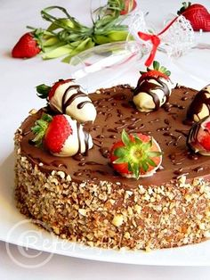 tort cu mousse de capsune Romanian Food, Romanian Recipes, Looks Yummy, Pinterest Recipes, Something Sweet, Cakes And More, Sweet Treats, Cheesecake, Easy Meals