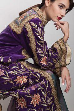 Velvet Pakistani Dress, Velvet Dress Designs, Vintage Clothing Online, Traditional Fashion, Purple Velvet, Colourful Outfits, Elegant Outfit, Formal Gowns, Purple Dress