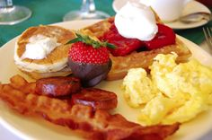 Check out the best breakfast places in India and start your day on a very delicious note. List of top breakfast places in India with drool-worthy dishes to eat. Paleo Breakfast, Breakfast Recipes, Breakfast Ideas, Perfect Breakfast, Pancake Breakfast, Breakfast Buffet, Sausage Breakfast, Vegan Diner, Desayuno Paleo