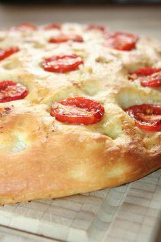 """Die Italiener wissen einfach, was gut schmeckt. Ich liebe die italienische Küche -besonders im Sommer und besonders an so einem herrlichen Tag wie heute. Und das schöne ist: Dieses """" Brot&#82…"""