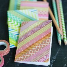 DIY washi tape ideas to inspire you! We'll also explain what washi tape is and where to buy it. DIY Washi Tape Ideas First, what is washi tape? Diy Notebook Cover, Diy Washi Tape Notebook, Notebook Ideas, Diy Washi Tape Crafts, Diy And Crafts, Paper Crafts, Diy Mit Washi Tape, Duct Tape, Masking Tape