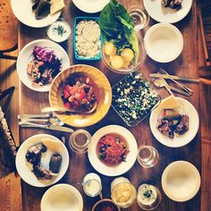 じゃーん!6月20日発売の  天然生活で夏のトルコ料理を11レシピ担当させていただきます。の撮影後の楽しいご飯タイム!! - @kincocyan- #webstagram