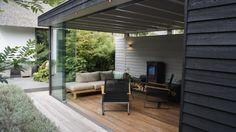 Luxe veranda met outdoor tuinmeubilair Outdoor Furniture Sets, Garden Room, Modern Pools, Outdoor Decor, Outdoor Rooms, Outside Room, Modern, Outdoor Furniture, Outdoor Kitchen