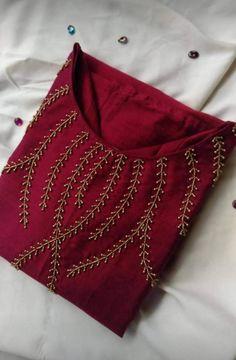 Bead Embroidery Tutorial, Hand Embroidery Design Patterns, Kurti Embroidery Design, Designer Blouse Patterns, Embroidery On Kurtis, Hand Embroidery Dress, Embroidery Fashion, Neckline Designs, Dress Neck Designs
