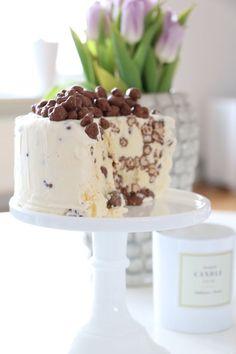 God Söndag vänner! Hoppas allt är väl med er. Vi håller på att flytta in i nedervåningen och med det menas att lister och garderober är på plats. Även dörrbeslagen, hihi.. Det är mest Allie som plocka Baking Recipes, Dessert Recipes, Cookie Cake Pie, Piece Of Cakes, Frozen Yogurt, No Bake Cake, Eat Cake, Cake Decorating, Sweet Tooth