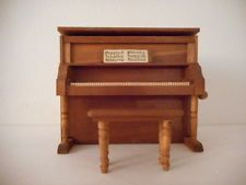 SHACKMAN MINIATURE DOLLHOUSE HANDCRANK MUSICAL UPRIGHT WOODEN PIANO WITH BENCH