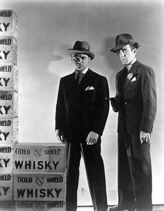 James Cagney & Humphrey Bogart in a publicity stlll for The Roaring Twenties (1939)