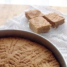 Μπουγάτσα κέικ ή ψωμί: Πρόκειται για τη νηστίσιμη μπουγάτσα που μοσχομυρίζει κανέλα, γνωστή στην Πελοπόννησο και ειδικά στην Αχαΐα και Ηλεία.