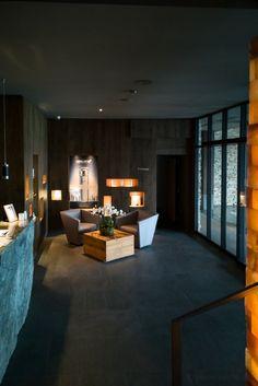 Hotel Crans Ambassador - markante Architektur im Chalet-Stil Bar Lounge, Design Hotel, Montana, Spa, Hotels, Das Hotel, Wallis, Dining Table, Furniture