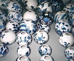 Hand-painted ceramic beads for the Dutch Embassy in Cairo. Produced by Koninklijke Tichelaar Makkum. Designer: Z2 (Zwändel)