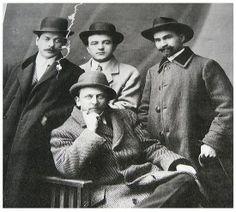 Alexandru Vlahuta (stg.), Victor Eftimiu (centru), George Cosbuc (dr.) si Octavian Goga (jos)