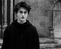 Shared by Find images and videos about harry potter, hogwarts and daniel radcliffe on We Heart It - the app to get lost in what you love. Harry James Potter, Harry Potter Tumblr, Daniel Radcliffe Harry Potter, Harry Potter Anime, Immer Harry Potter, Saga Harry Potter, Mundo Harry Potter, Harry Potter Icons, Harry Potter Pictures