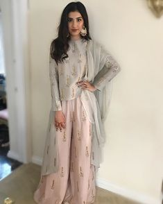 Same kaam, different color Shadi Dresses, Pakistani Bridal Dresses, Pakistani Dress Design, Indian Dresses, Indian Outfits, Indian Clothes, Eid Outfits, Night Outfits, Ethnic Dress