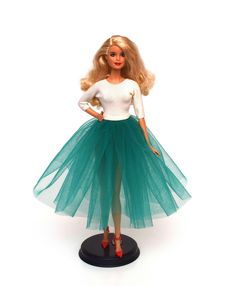 Barbie Tulle Dress Tutorial Barbie Patterns, Kids Patterns, Sewing Patterns Free, Free Sewing, Diy Barbie Clothes, Crochet Doll Clothes, Diy Clothes, Barbie Stuff, Sewing Projects For Kids