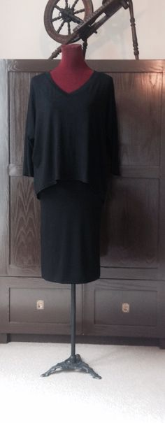 Classic black pencil skirt, v neck box top