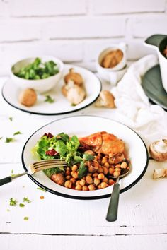 Pratos e Travessas: Caçarola de coxas de frango com grão, cogumelos e coentros # Chicken drumsticks, chickpeas, mushrooms and coriander casserole   Food, photography and stories