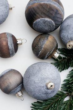 Door No. 8 - DIY Christmas balls in the concrete-wood-stone look Hobby Lobby Christmas Ornaments, Cool Christmas Trees, Xmas Wreaths, Christmas Mood, Personalized Christmas Ornaments, Christmas Balls, Christmas Angels, Holiday Ornaments, Kids Christmas