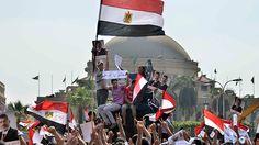 #Egipto: Enfrentamientos entre partidarios y opositores de #Morsi dejan varios heridos.