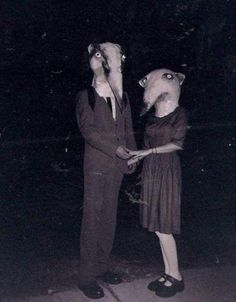 23 Vintage Halloween Photos That Will Give You Nightmares. @Terri Osborne McElwee Goodmiller Listerman this is right up your alley!