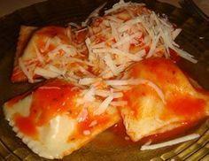 Raviolones caseros de jamón, ricota y mozzarella Italian Recipes, Mexican Food Recipes, Ethnic Recipes, Pasta Casera, Tasty, Yummy Food, Homemade Pasta, Empanadas, Food Dishes