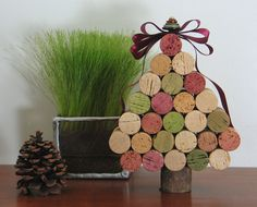 DIY wine cork tree for Christmas Wine Craft, Wine Cork Crafts, Wine Bottle Crafts, Wine Bottles, Cork Christmas Trees, Christmas Holidays, Christmas Ornaments, Xmas Tree, Ornaments Ideas