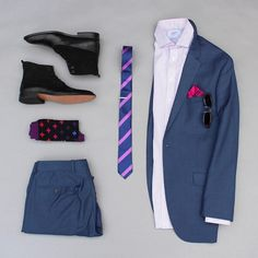 Annnd day 3 of the theme has arrived. This particular look includes some color pop in it with shades of purp. Tie: @auscufflinks Socks: @richerpoorer Pocket Square: @beautiesltd Sunglasses: @legacyeyewear Boots: @themensshoeclub Shirt: @charlestyrwhitt Tie Bar: @skinnytiemadness Suit: @perryellis