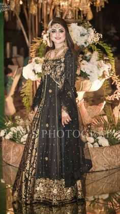 Hassanツ😍😘 Shadi Dresses, Pakistani Formal Dresses, Pakistani Wedding Outfits, Pakistani Dress Design, Indian Dresses, Bridal Mehndi Dresses, Desi Wedding Dresses, Anarkali, Churidar