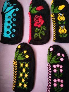 Tığ İşi Bayan Patik ile ilgili aramalar bayan tığ işi patik modelleri  yeni tığ işi patik modelleri  tığ işi patik örnekleri ve yapılışı  tığ işi kolay patik yapımı  tığ işi babet patik modelleri anlatımlı  tığ işi patik burnu nasıl yapılır  patik örnekleri tığ işi nasıl yapılır  tığ işi boncuklu patik modelleri yapılışı Knitting Charts, Knitting Socks, Knitting Patterns, Crochet Patterns, Tapestry Crochet, Crochet Motif, Crochet Baby, Old Sweater Diy, Diy Crafts Knitting