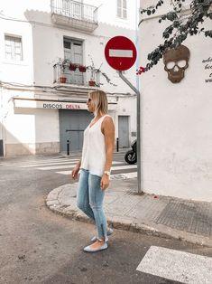 Das perfekte Frühsommer Outfit mit weißer Bluse, Jeanshose und Ballerinas Heutiges Outfit, Bluse Outfit, Denim Look, Jeans Rock, Ballerinas, Streetstyle, Outfits, Alice, Blog