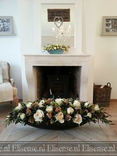 Oval centerpiece with 'faux fleurs'