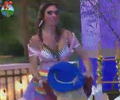 Nicole Bahls dança com boneco de palha durante a Festa Junina Leite Moça -  A Fazenda b4158aea3ab