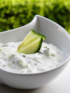 sos tzatziki Tzatziki, Health And Fitness Magazine, Health Fitness, Romanian Food, Sauces, Entrees, Cookie Recipes, Recipies, Food And Drink