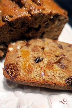 Gâteau épicé aux fruits secs pour un petit-déjeuner plein d'énergie et de gourmandise