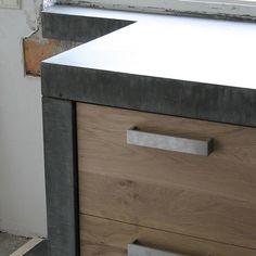 Massief eiken houten keuken met ikea keuken kasten door Koak design in de stijl van piet boon en paul van de kooi met een betonnen blad beton keukenblad aanrecht