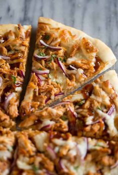 Barbeque Chicken Pizza Homemade BBQ chicken pizza made with bbq sauce, mozzarella, chicken, red onions and cilantro on perfect homemade pizza crust. Barbeque Chicken Pizza, Chicken Pizza Recipes, Chipotle Chicken, Cooked Chicken, Chicken Dips, Rotisserie Chicken, Bbq Cookbook, Whole Wheat Pizza, Homemade Bbq