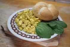 Rántotta tojás nélkül: nem csak a vegánokat fogja elvarázsolni Tofu, Cookies, Desserts, Biscuits, Deserts, Dessert, Cookie Recipes, Postres, Cookie