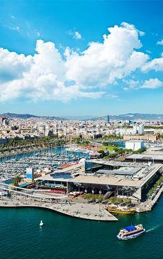 Foto de stock : Aerial view of the Harbor district in Barcelona, Catalonia