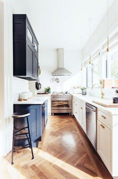 Kitchen in blue, black, white and brass