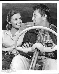 Still of Robert Mitchum and Sandra Knight in Thunder Road