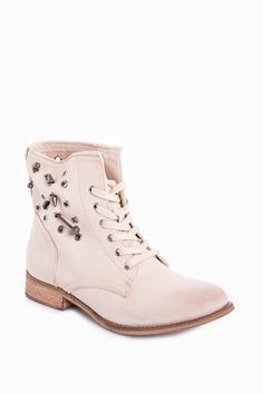 Ankle Boots with Decorative Removable Rivets  http://jessyss.com/shoes/ankle-boots/ankle-boots-with-decorative-removable-rivets.html?barva=